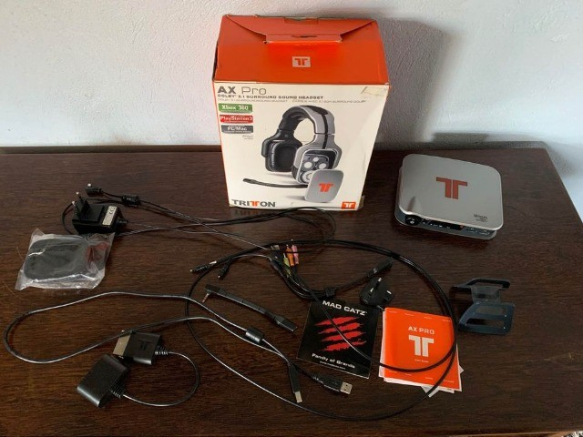 Receptor de Headset Tritton ax pro, cabos, base, microfone manuais e caixa.
