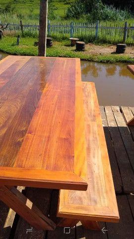 Mesa com dois bancos Madeira de demolições 2 metros de comprimento por 90 cm largura