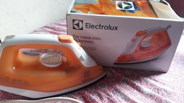 Ferro de passar roupa eletrolux seminovo e sem defeito algum aceito cartão - Foto 2