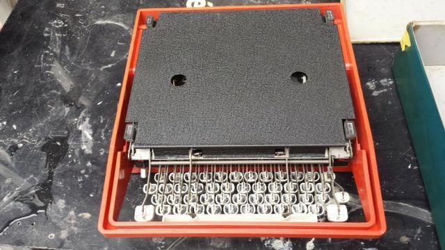 Máquina De Escrever Olivetti Dora Antiga - Foto 2