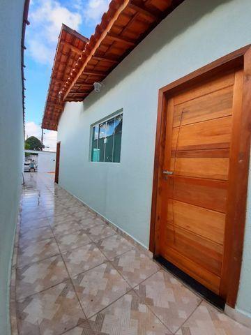 Casa individual 2 dorm 4 vagas fundo coberto p/ churrasqueira - AC carro e financ - Foto 13