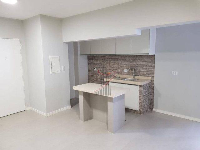 Apartamento no Ed. Grand Prix, com suíte, cozinha americana, vaga de garagem - reformado! - Foto 2