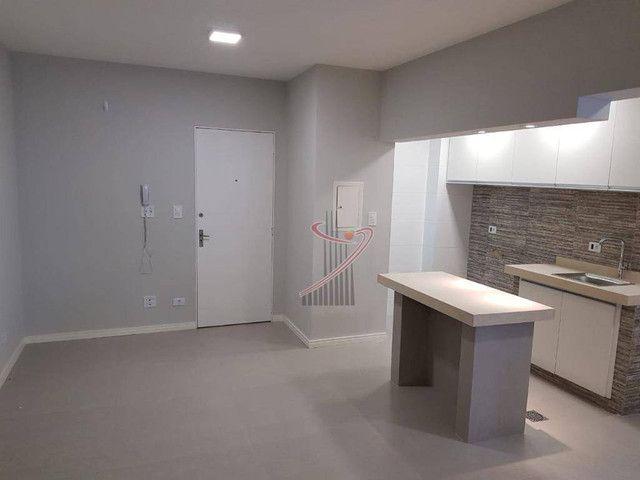 Apartamento no Ed. Grand Prix, com suíte, cozinha americana, vaga de garagem - reformado!