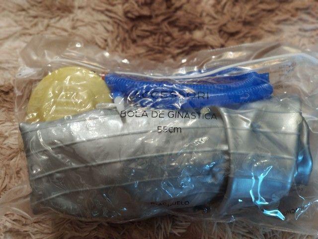 Bola de Ginástica 55cm com bomba inflável - Foto 3