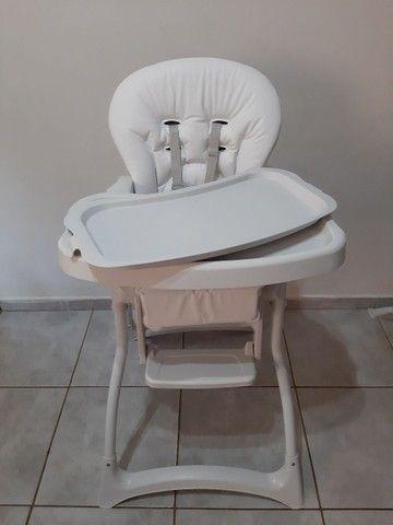 Cadeira alimentação SEMI NOVA... COM ESTOFADO NOVO  - Foto 2