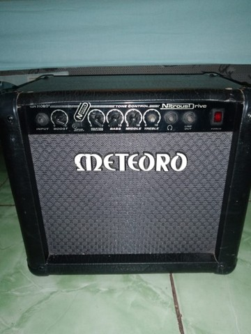 Guitarra Stratocaster e Cubo Meteoro - Foto 2