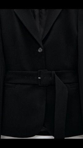 Blazer com cinto Zara  - Foto 4