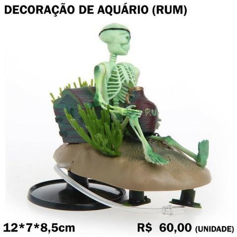 Decoração de Aquário: Arejador Esqueleto com Pote de Rum