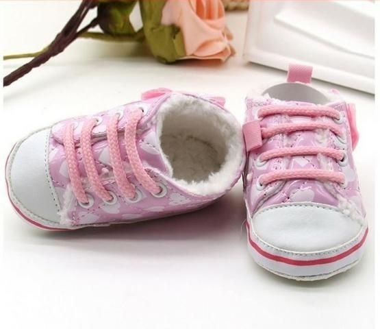 a8e5e3ee32 Tênis Bebê Importado Menina Coração Rosa com Forro Pelúcia para o Inverno