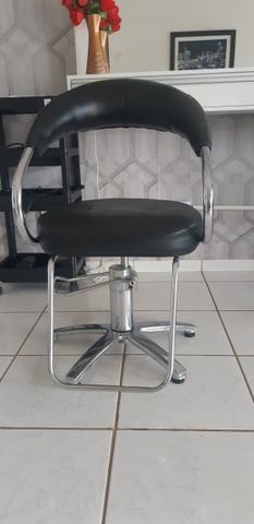 Vendo cadeira de cabeleireira