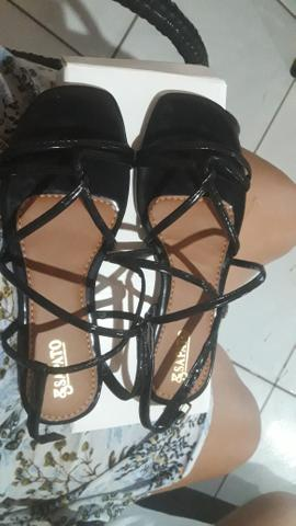 Vendo sandália nova