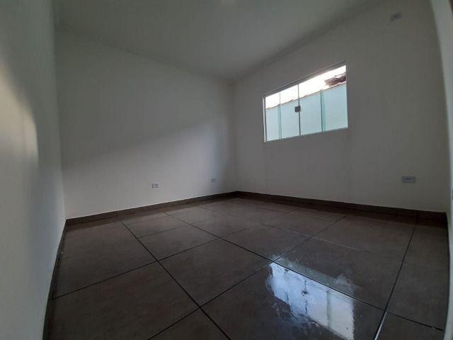 Casa individual 2 dorm 4 vagas fundo coberto p/ churrasqueira - AC carro e financ - Foto 6