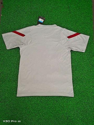 Camisa Nike Liverpool Training 20/21 Cinza Claro  - Foto 2