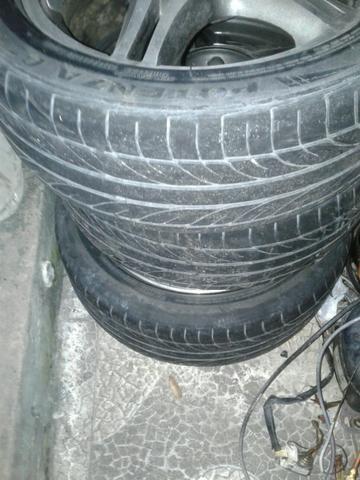 Vendo jogo de aro 15 com pneus meia vida