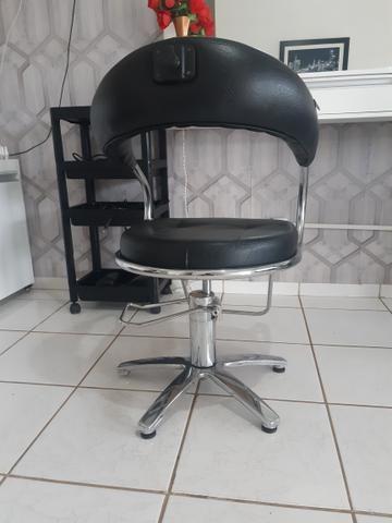 Vendo cadeira de cabeleireira - Foto 2