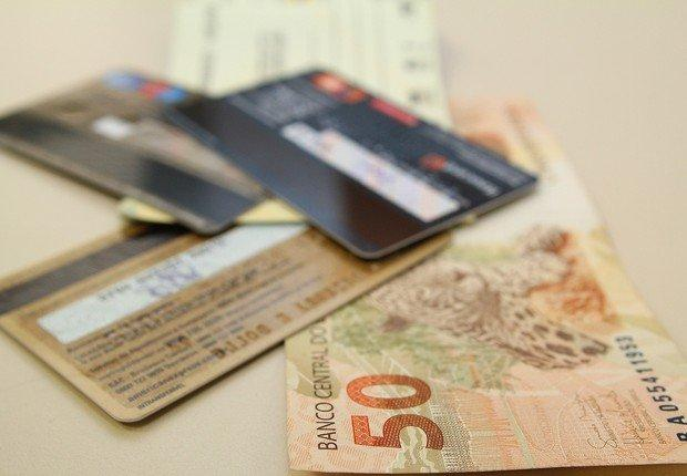 Pague suas contas no cartão de crédito em até 12 vezes