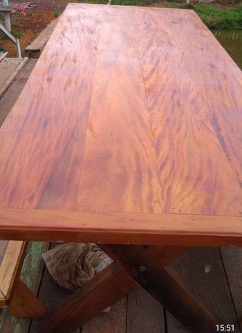 Mesa com dois bancos Madeira de demolições 2 metros de comprimento por 90 cm largura  - Foto 5