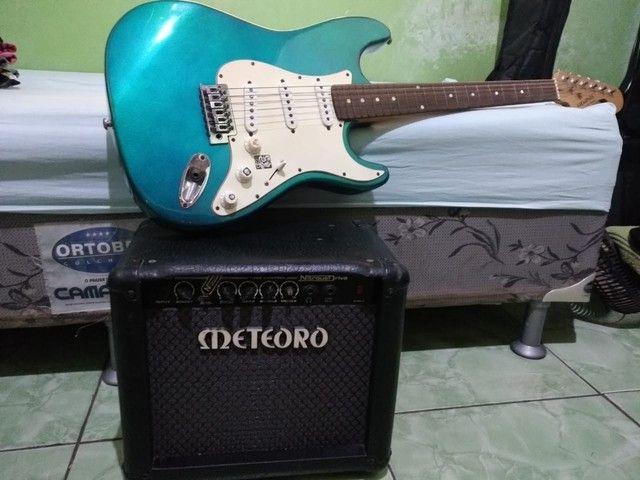 Guitarra Stratocaster e Cubo Meteoro