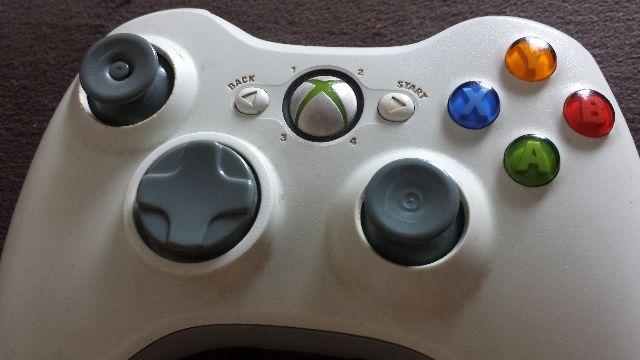 2 controles Kinect fonte 220