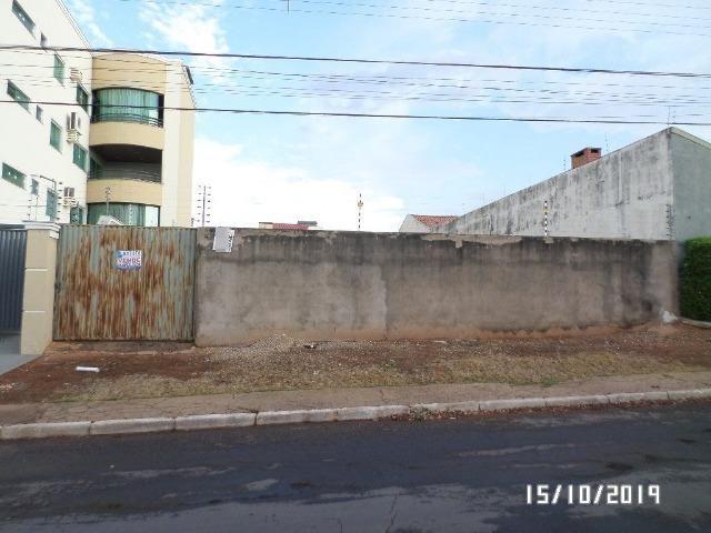 Vende-se terreno para construção na Vila Aurora em Rondonópolis/MT;