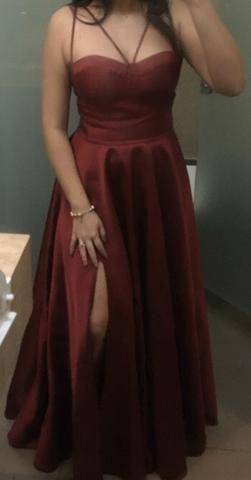 Vestido longo de festa marsala com fenda