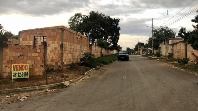 Lote de esquina 360m2 com Casa e Barraco Murado no Jardim Ingá!