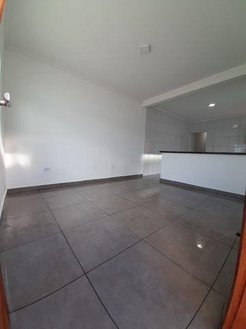 Casa individual 2 dorm 4 vagas fundo coberto p/ churrasqueira - AC carro e financ - Foto 2
