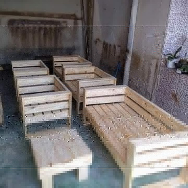 Unidade 280 Poltronas de madeira de pinus /palete novo