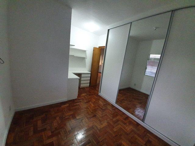 Casa com 2 apartamentos de 90m2 cada mobiliado + espaço comercial.  - Foto 2
