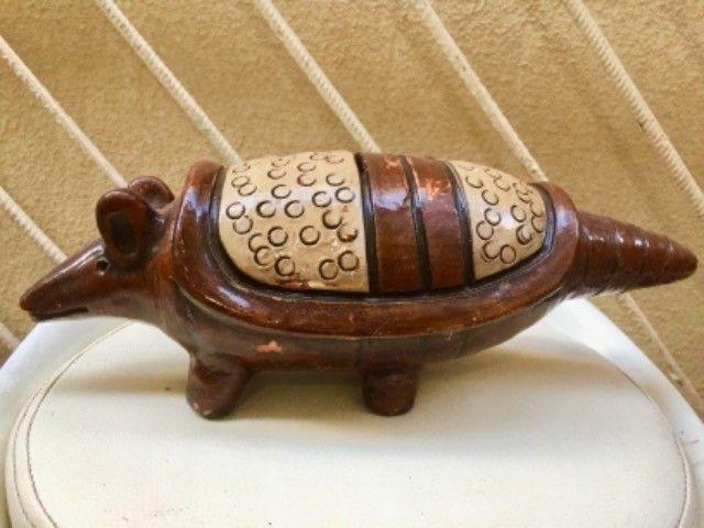 Escultura Tatu 25 cm barro  de Parintins feito pelos indígenas pintura  amazônica - Foto 3