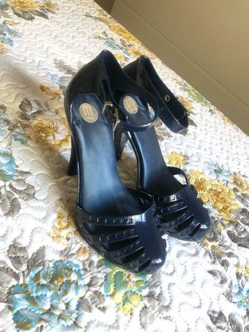 Melissa azul escuro super conservada  - Foto 4