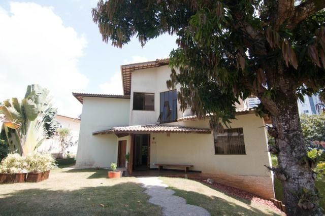 Casa Triplex 4/4 1 suíte, closet, sala meditação, estúdio, dependência, 5 vagas