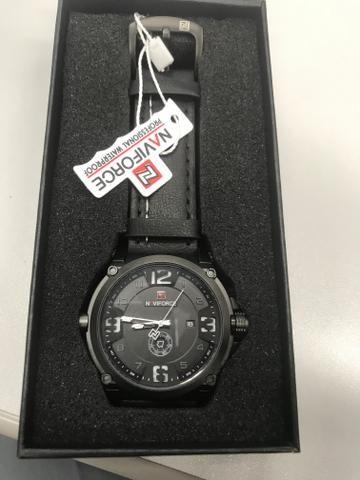 Relógio naviforce novo na caixa modelo 9090