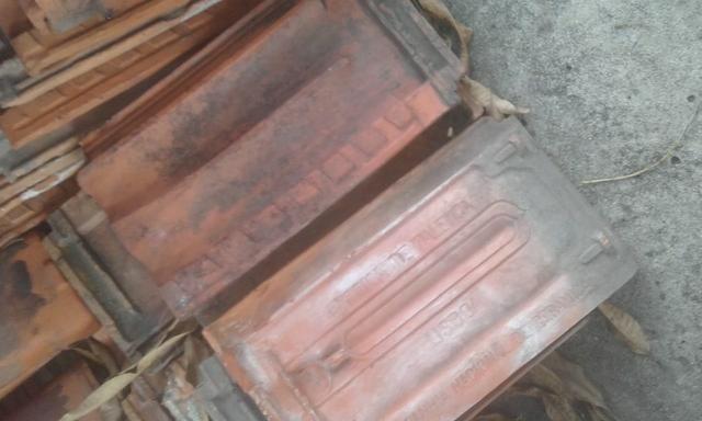 Telha de barro antiga