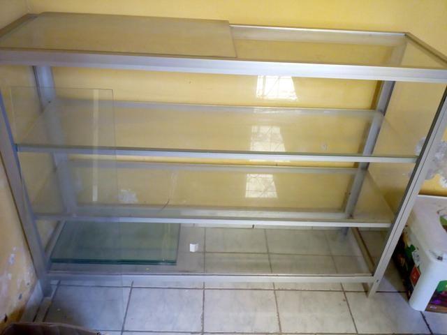 Balcão com prateleiras de vidro - Foto 2
