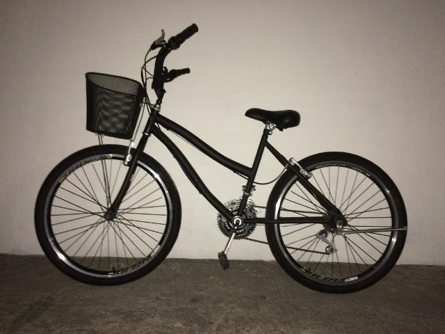 Bicicleta amazonas praiana preta fosca, com marcha, aro 26, com cesta