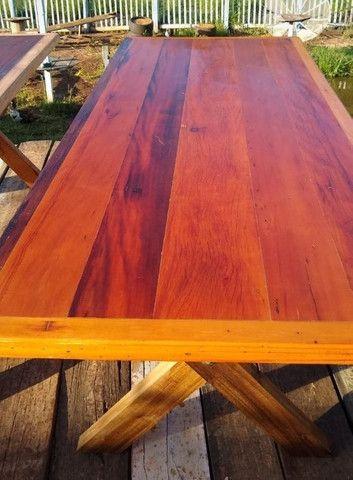 Mesa com dois bancos Madeira de demolições 2 metros de comprimento por 90 cm largura  - Foto 3