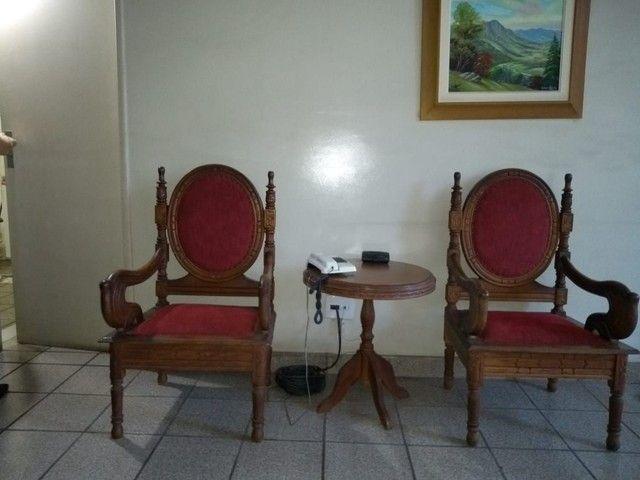 móveis antigos em perfeito estado de conservação