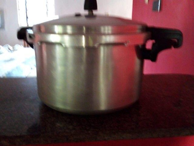 Vendo panela de pressão 12 litros - Foto 4