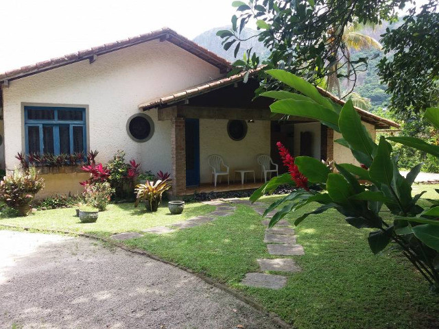 Casa com 3 Quartos à Venda, 250 m² por R$ 445.000