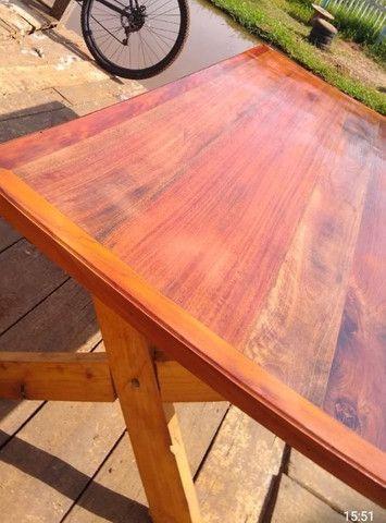 Mesa com dois bancos Madeira de demolições 2 metros de comprimento por 90 cm largura  - Foto 2