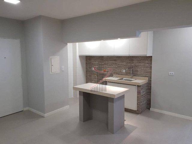 Apartamento no Ed. Grand Prix, com suíte, cozinha americana, vaga de garagem - reformado! - Foto 3