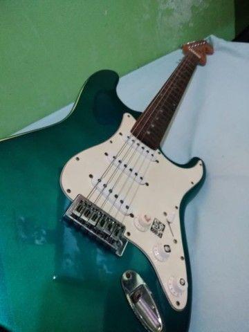 Guitarra Stratocaster e Cubo Meteoro - Foto 4