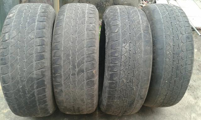 Vendo 4 pneus de pickup s10 hilux etc 265 70 16