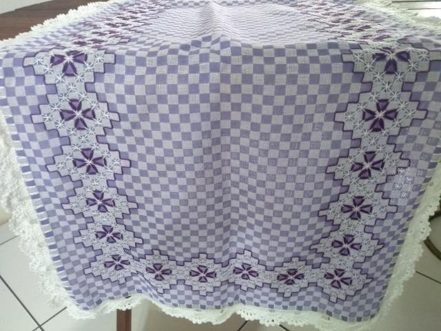 cee7993aeae940 Caminho de mesa - Bordado em tecido xadrez Lilas