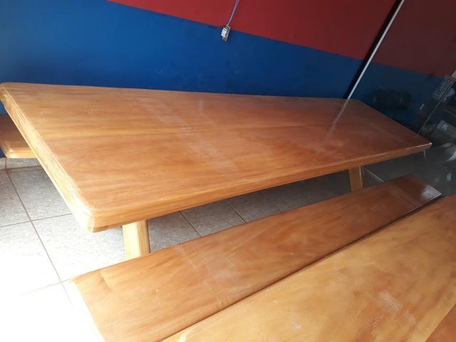 Mesa tipo da madeira garapeira
