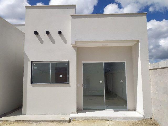 Casa nova, 2 quartos com suite, quintal na frente e nos fundos