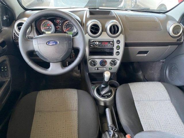 Fiesta sedan 2014 1.6 57000km. - Foto 6