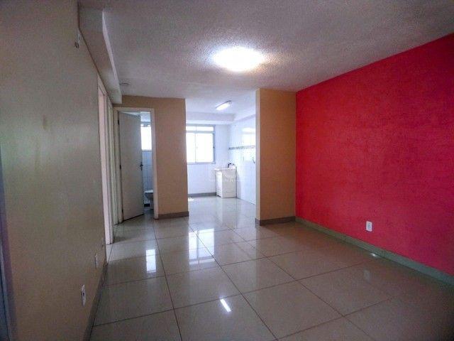 Apartamento térreo  com pátio 2 dormitórios no condomínio Reserva da Figueira no bairro Lo - Foto 4
