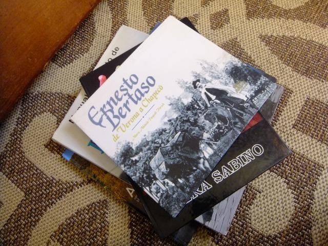 Livros decorativos para mesa de centro - Preços variados - Foto 4